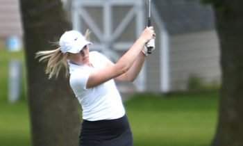 Two Wildcats Advance to Second Round of Section Golf Tourney